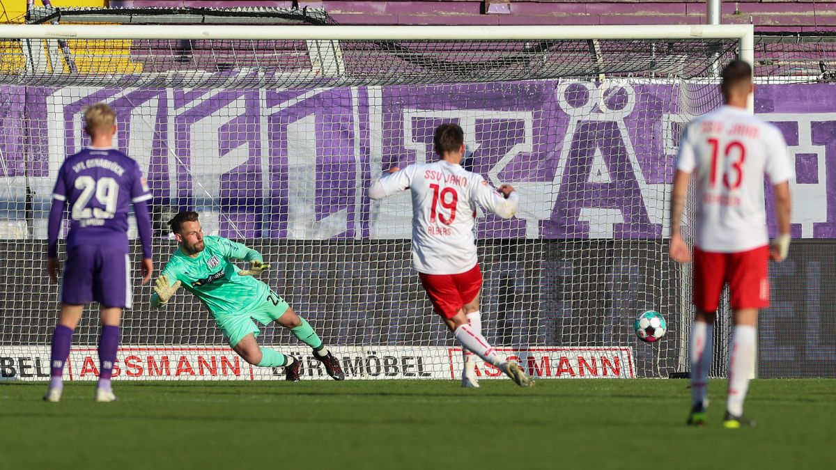 Andreas Albers erzielt den Siegtreffer per Elfmeter.