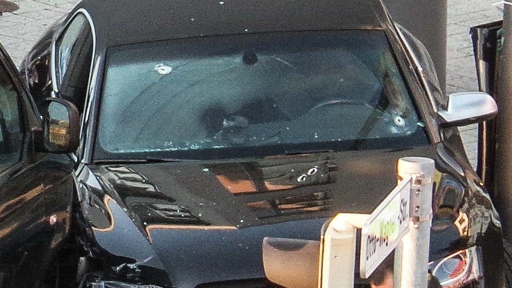 Das Fluchtfahrzeug mit Einschusslöchern. Bei der Festnahme schießt die Polizei 29 mal.