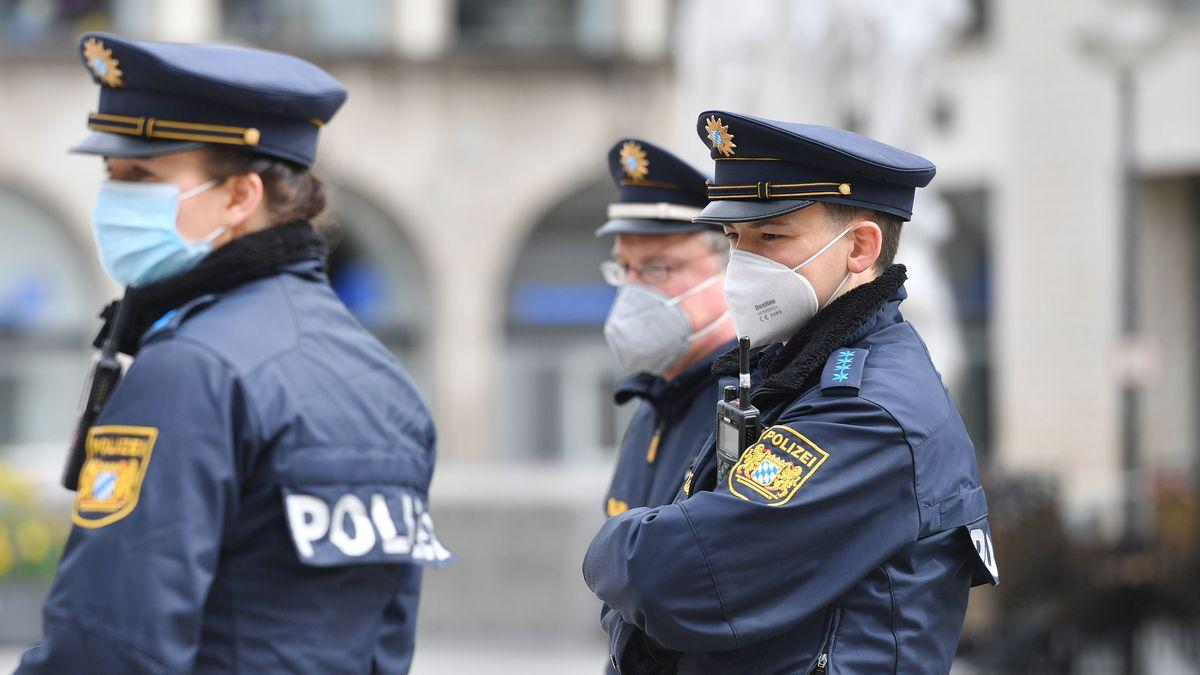Polizisten Ende April am Münchner Marienplatz.