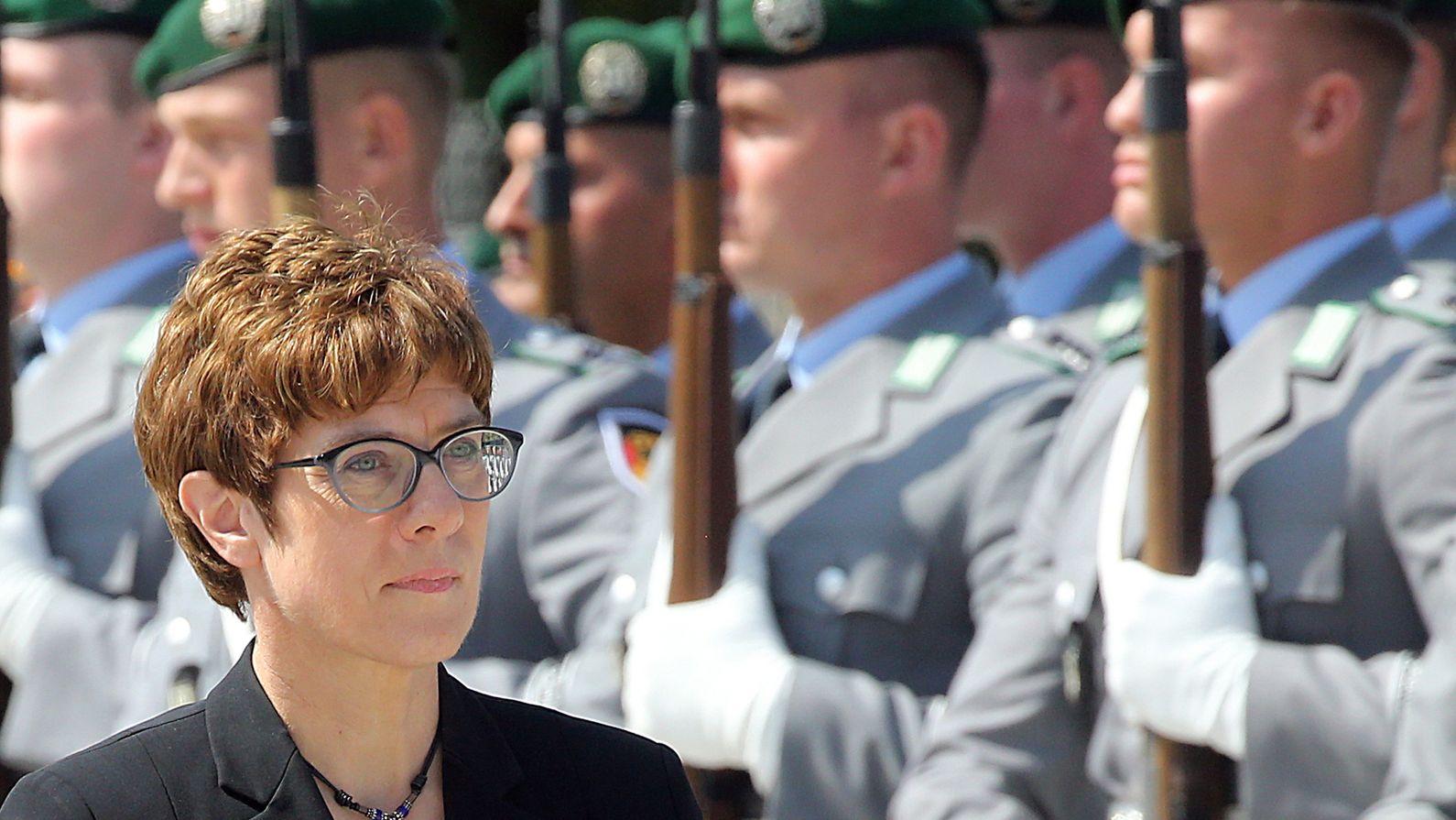 Annegret Kramp-Karrenbauer beim feierlichen Gelöbnis im Bendlerblock.