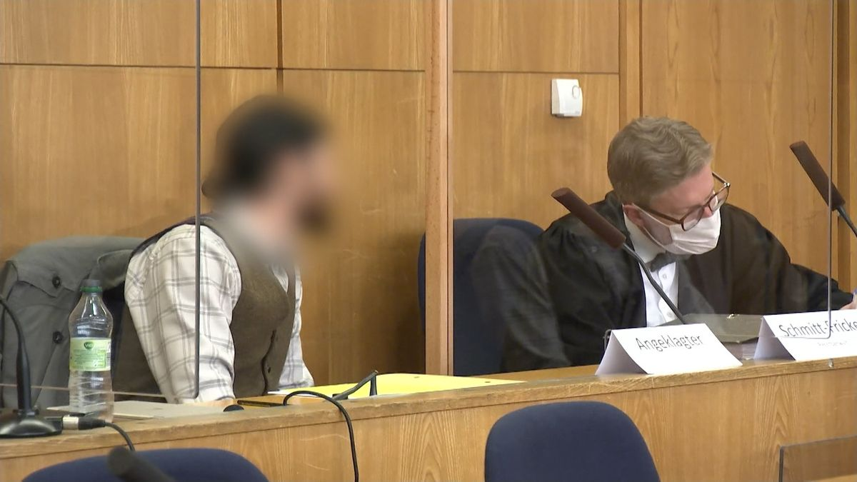 Franco A. und Verteidiger im Gerichtssaal
