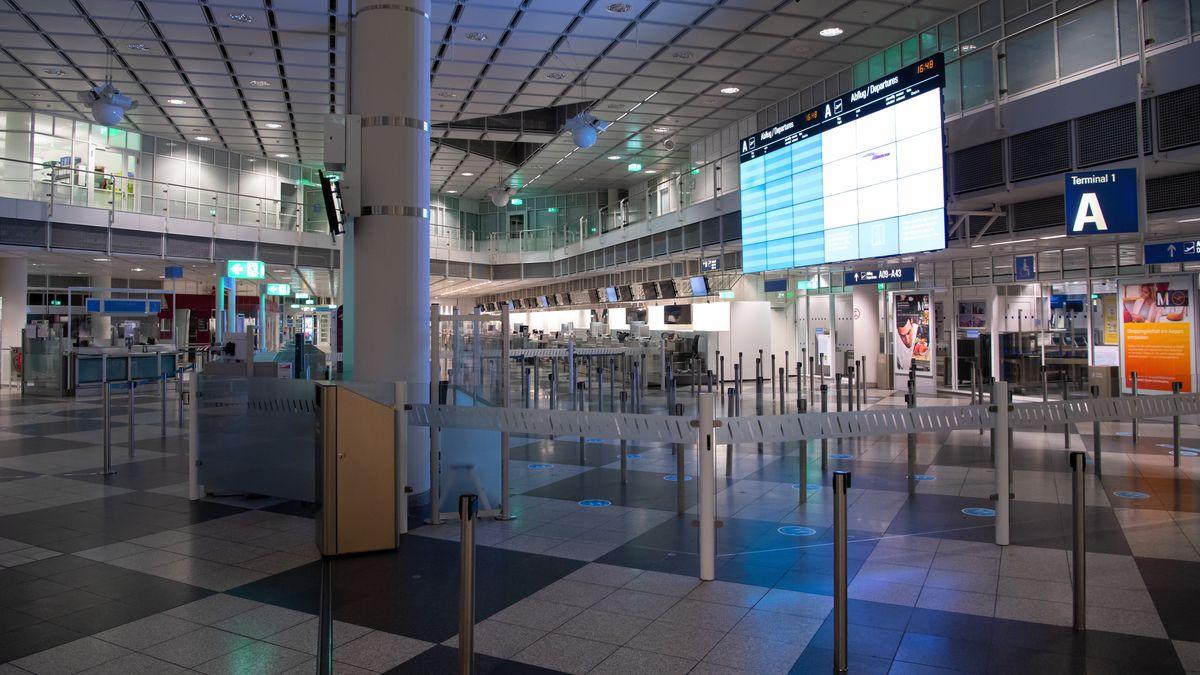 Leere Flughalle in München