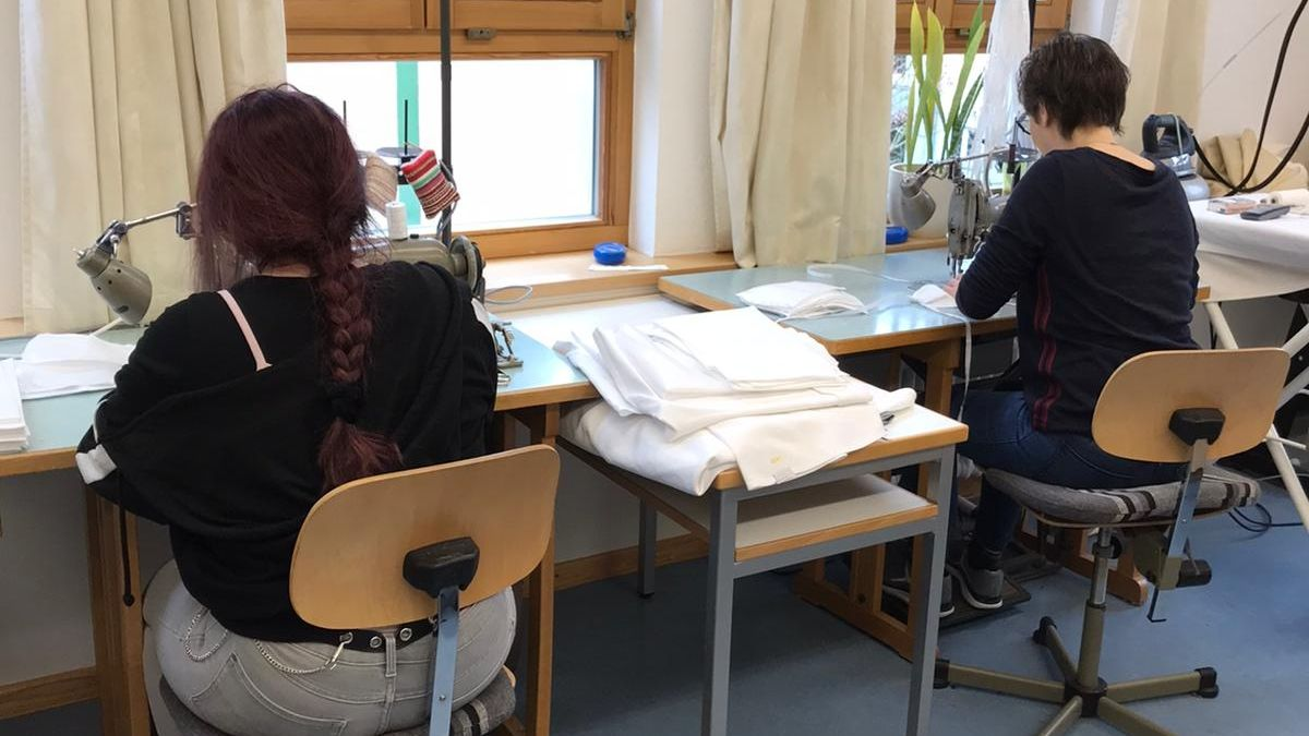 Masken-Produktion im Antonia-Werr-Zentrum in Wipfeld (Lkr. Schweinfurt)