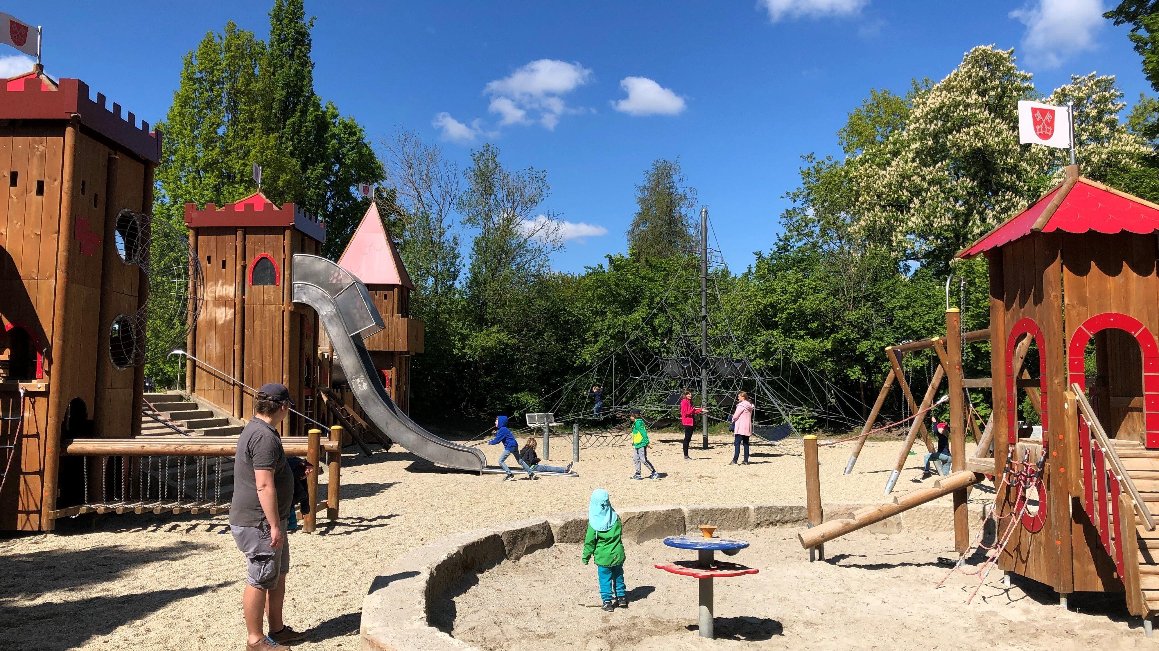 Bayern lockert die Corona-Beschränkungen - jetzt werden auch wieder Kinderspielplätze geöffnet.