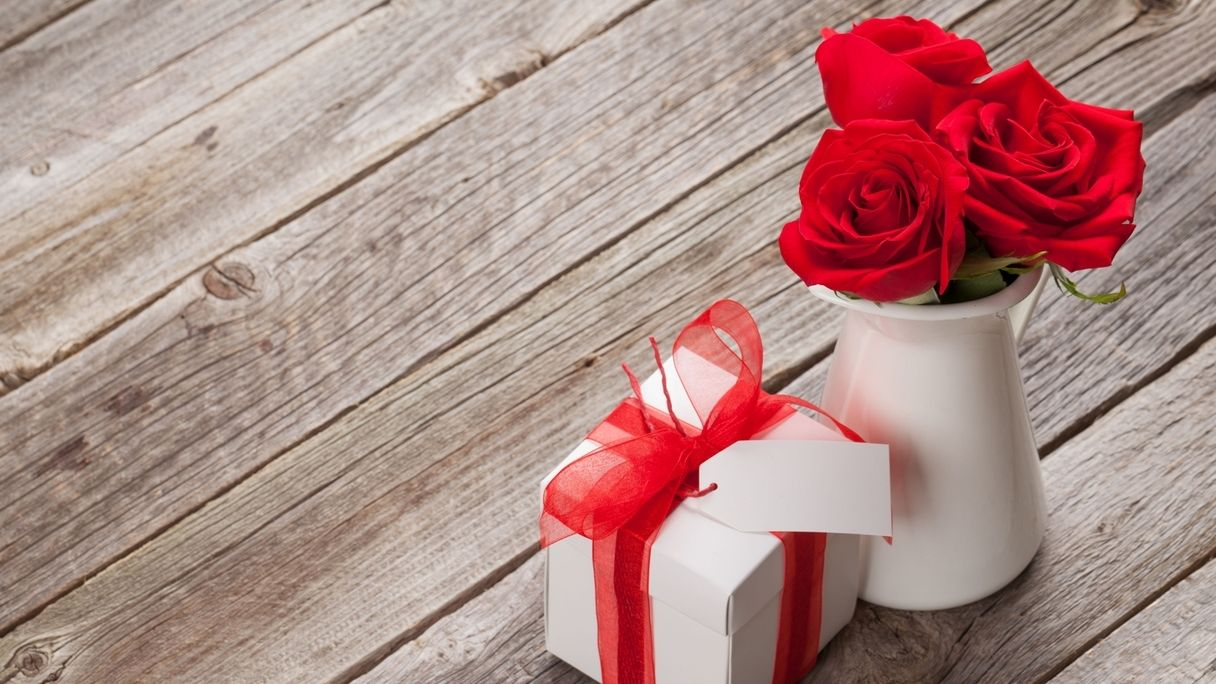 Blumen und kleine Geschenke.