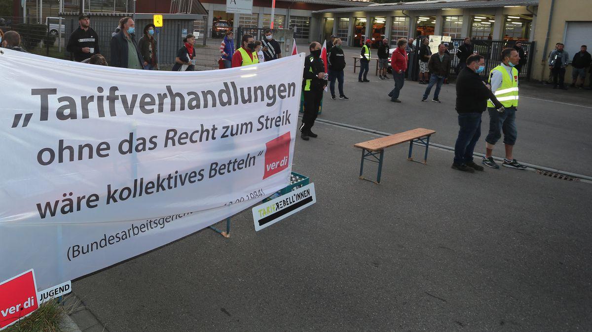 Mitarbeiter der Stadtentwässerung Augsburg (Archiv)