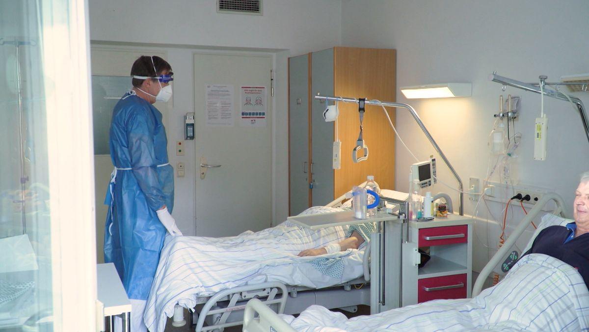 Patienten in einem Krankenhaus (Symbolbild)