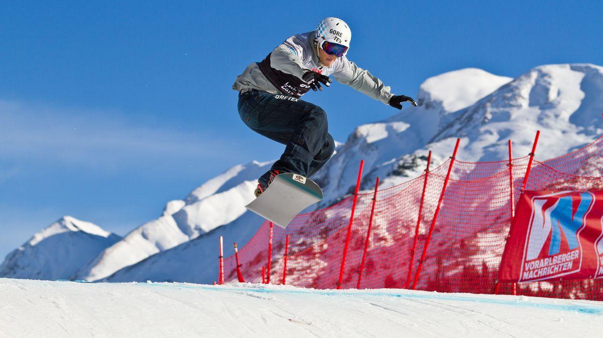Snowboadcrosser Konstantin Schad bei einem Weltcuprennen
