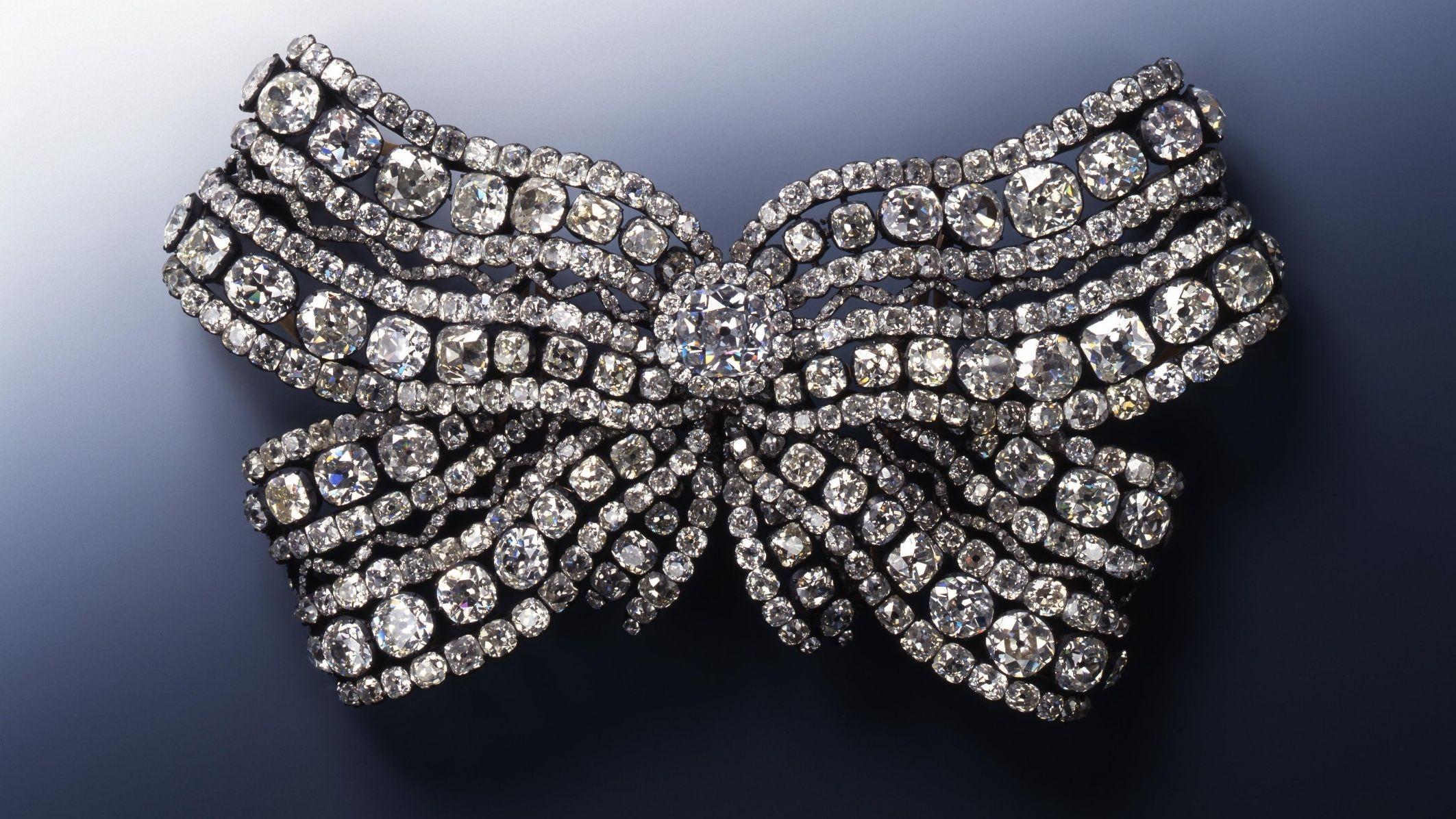 Große Brustschleife der Königin Amalie Auguste: Brillantenschmuck auf blauem Grund