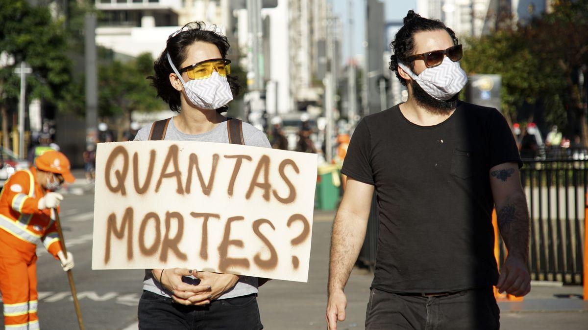 Demonstranten in Sao Paolo forderten, dass die Infektions- und Sterbezahlen veröffentlicht werden.