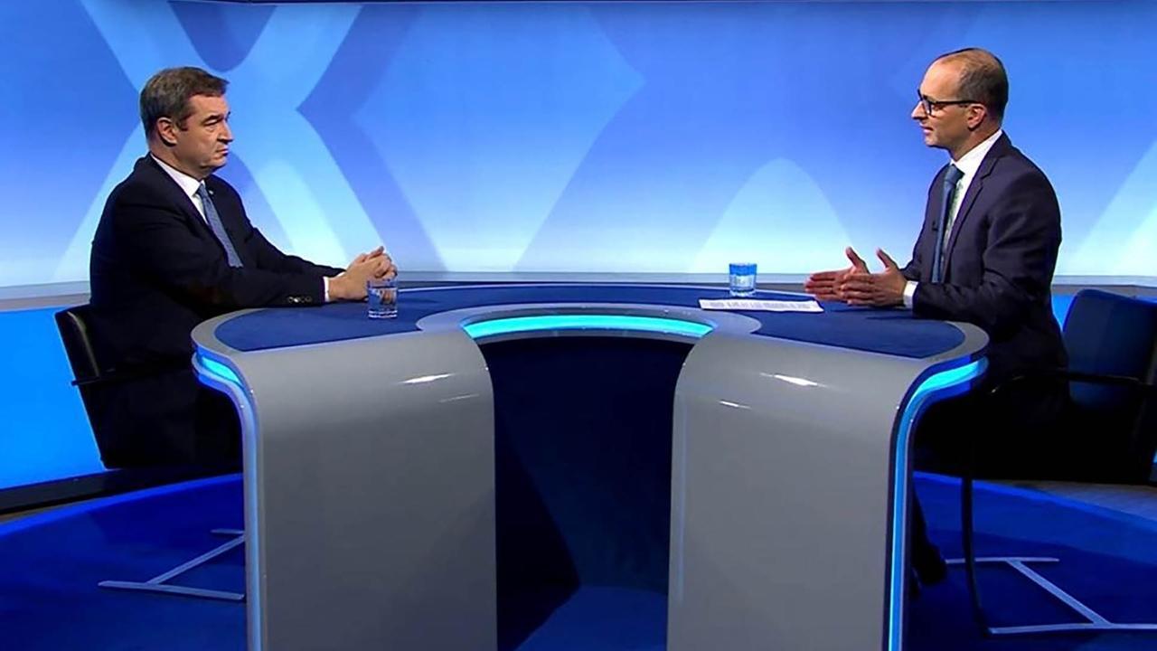 Ministerpräsident Markus Söder und BR-Chefredakteur Christian Nitsche im BR Fernsehstudio