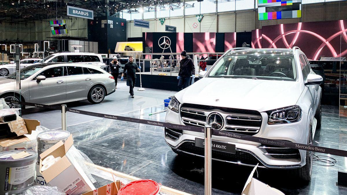 Der für den 90. Genfer Autosalon vorbereitete Stand von Mercedes-Benz im Palexpo von Genf.