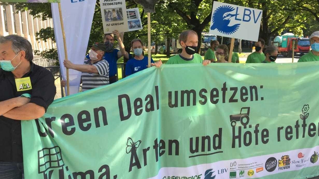 Demonstration für eine Änderung der EU-Agrarpolitik vor der bayerischen Staatskanzlei.