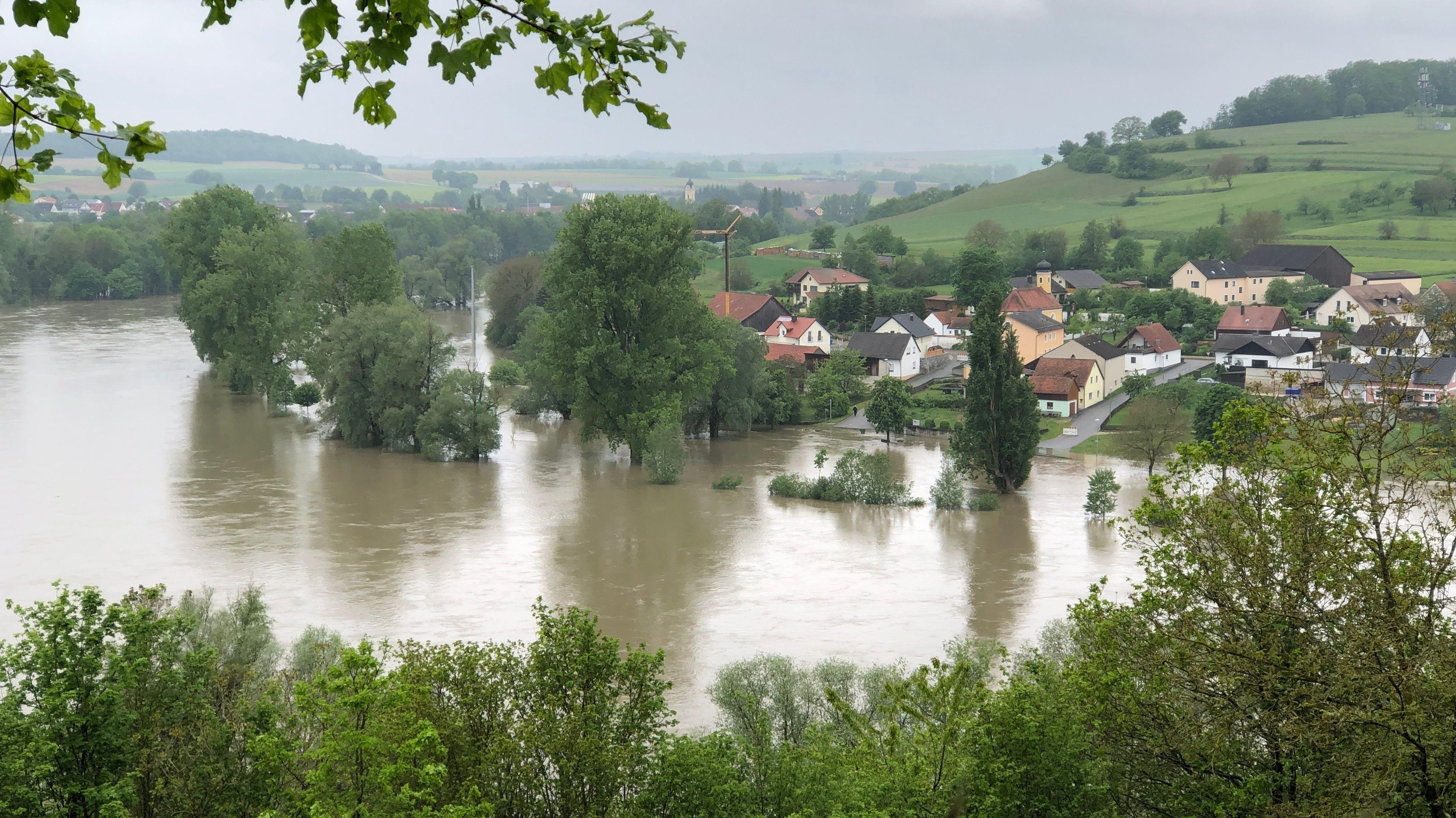 Hochwasser an der Donau bei Stausacker (Lkr. Kelheim)