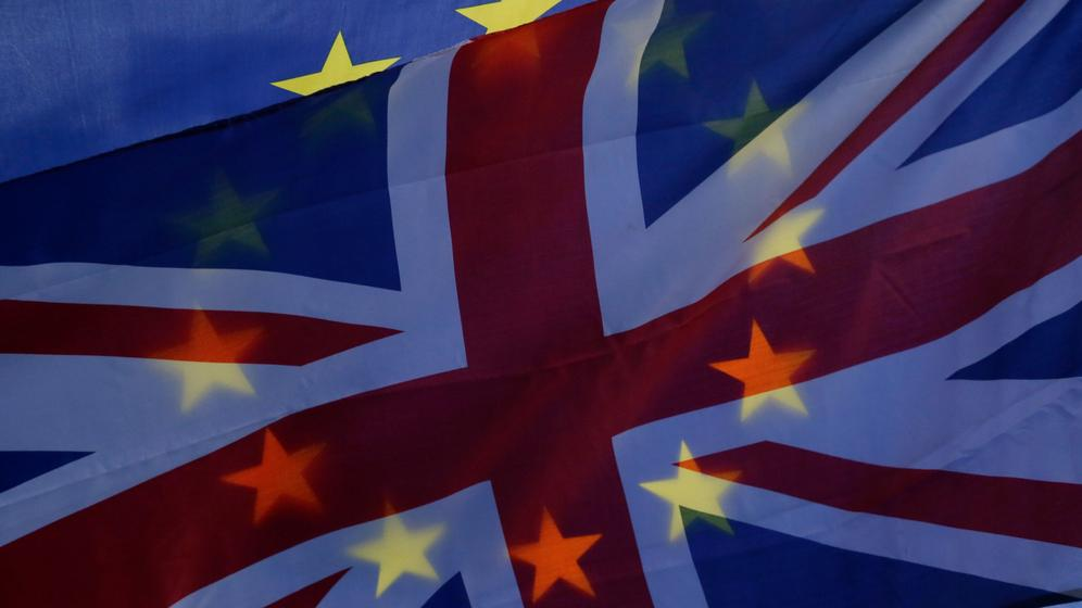 Die Flaggen Großbritanniens und der EU | Bild:pa / dpa / Photoshot