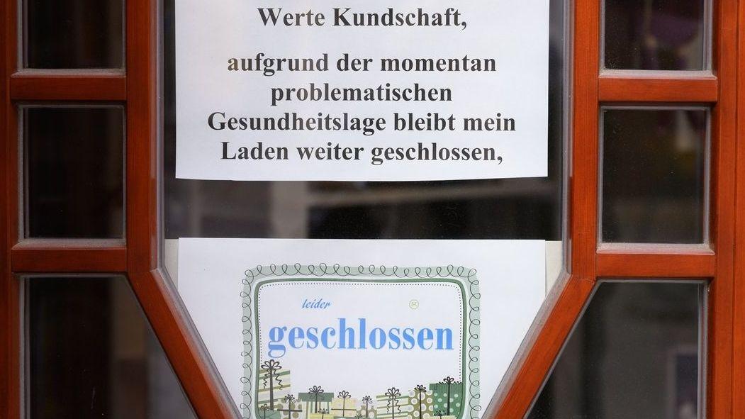 Schild an einem geschlossenen Geschäft