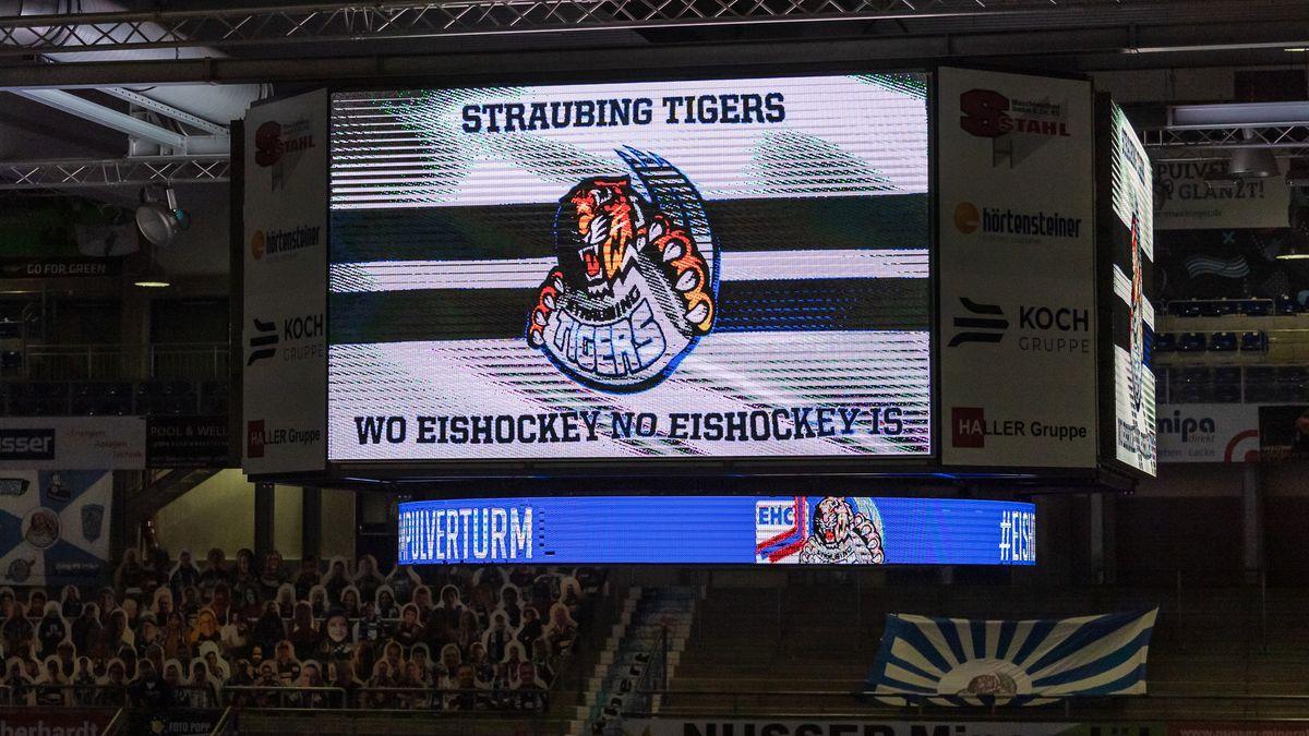 Anzeigetafel im Eisstadion am Pulverturm in Straubing während eines Spiel in der Saison 2020/2021