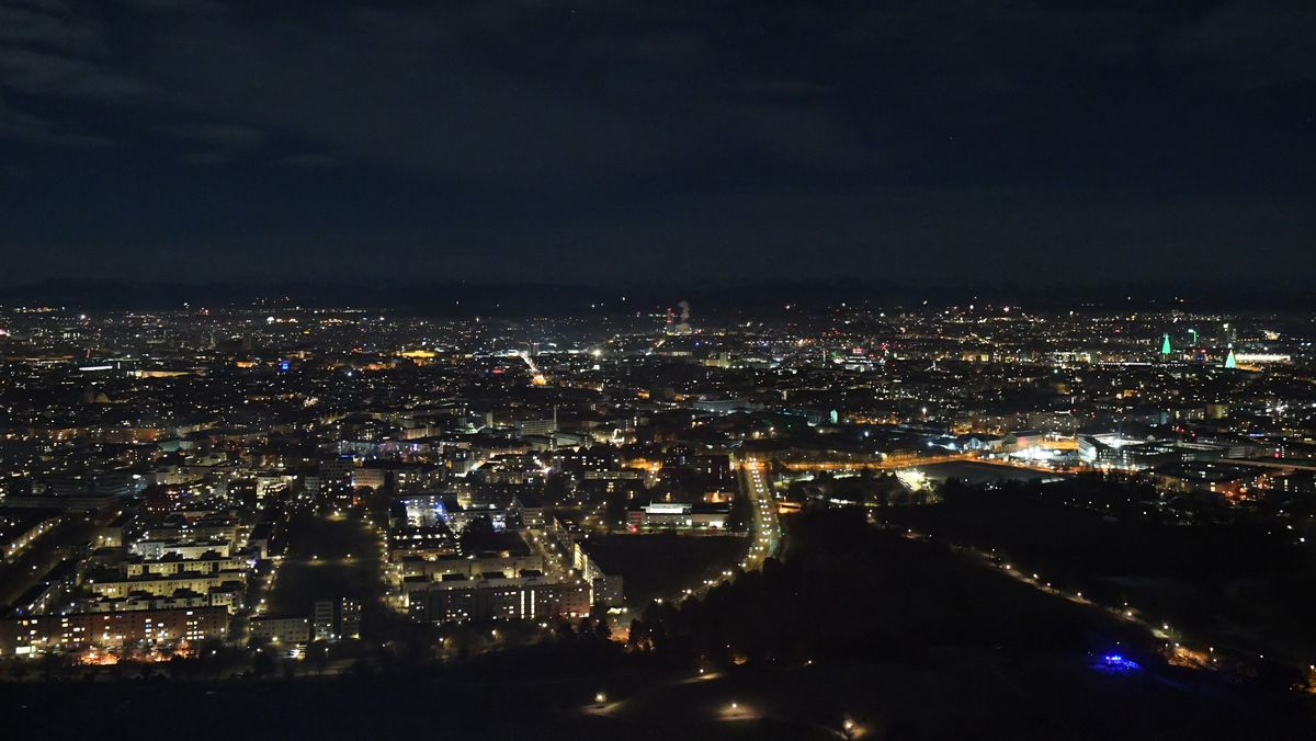 Kaum Böller: ungewohnt klar blieb die Luft in der Silvesternacht über der Münchner City