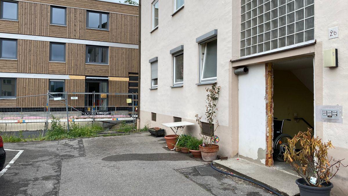 Aus Mehrfamilienhäusern in Landshut wurden Mitte Mai die Türen entfernt und gegenüber im Neubau eingesetzt.