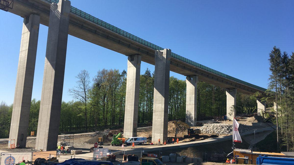 Bauarbeiten an der Talbrücke Unterrieden in Altdorf bei Nürnberg