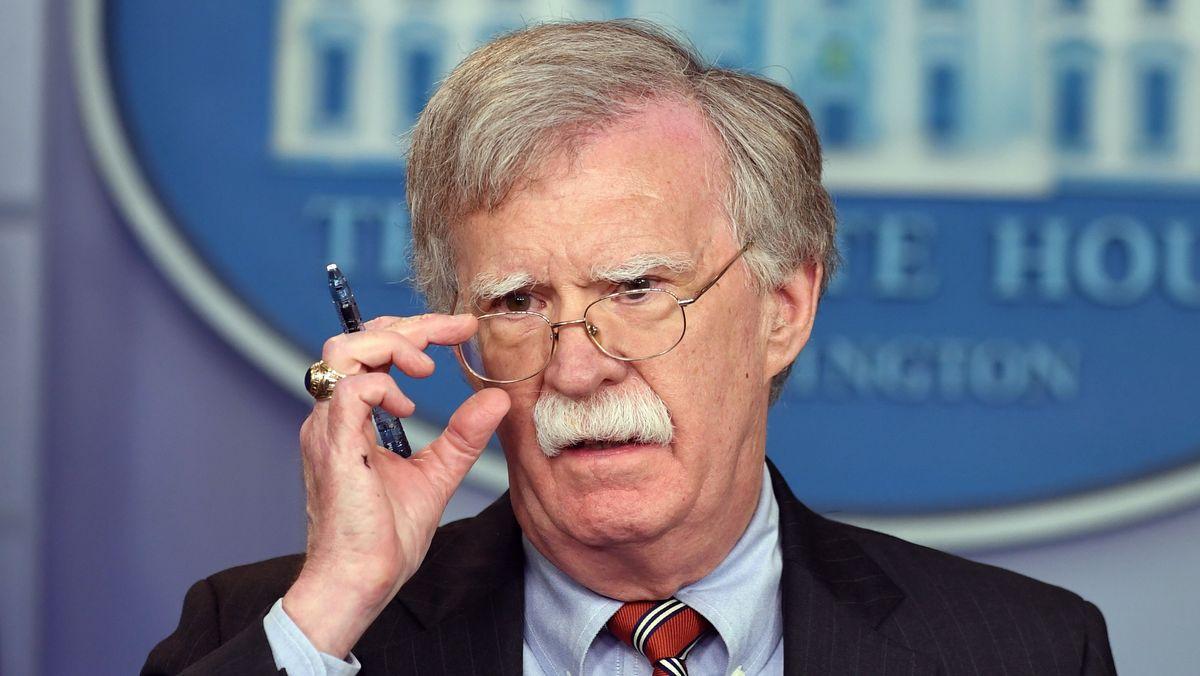 John Bolton während einer Pressekonferenz.