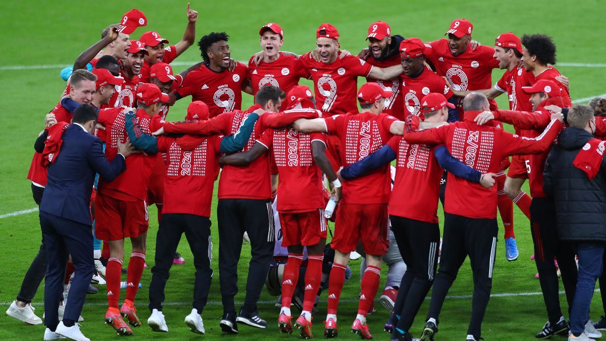 Spieler des FC Bayern bejubeln deutsche Meisterschaft