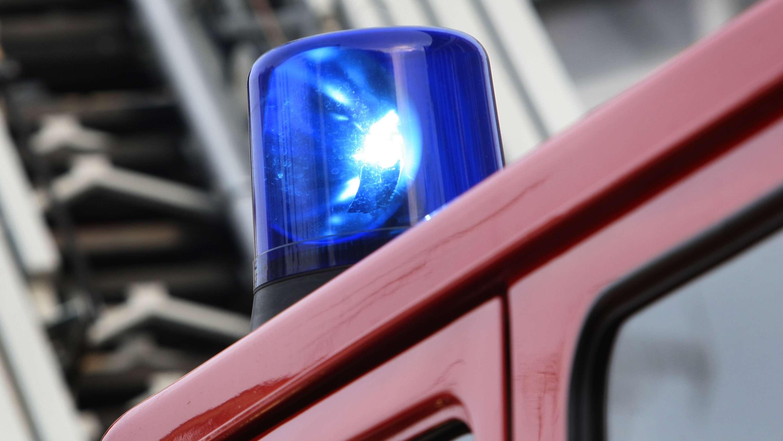 Blaulicht auf Feuerwehrfahrzeug (Archivbild)
