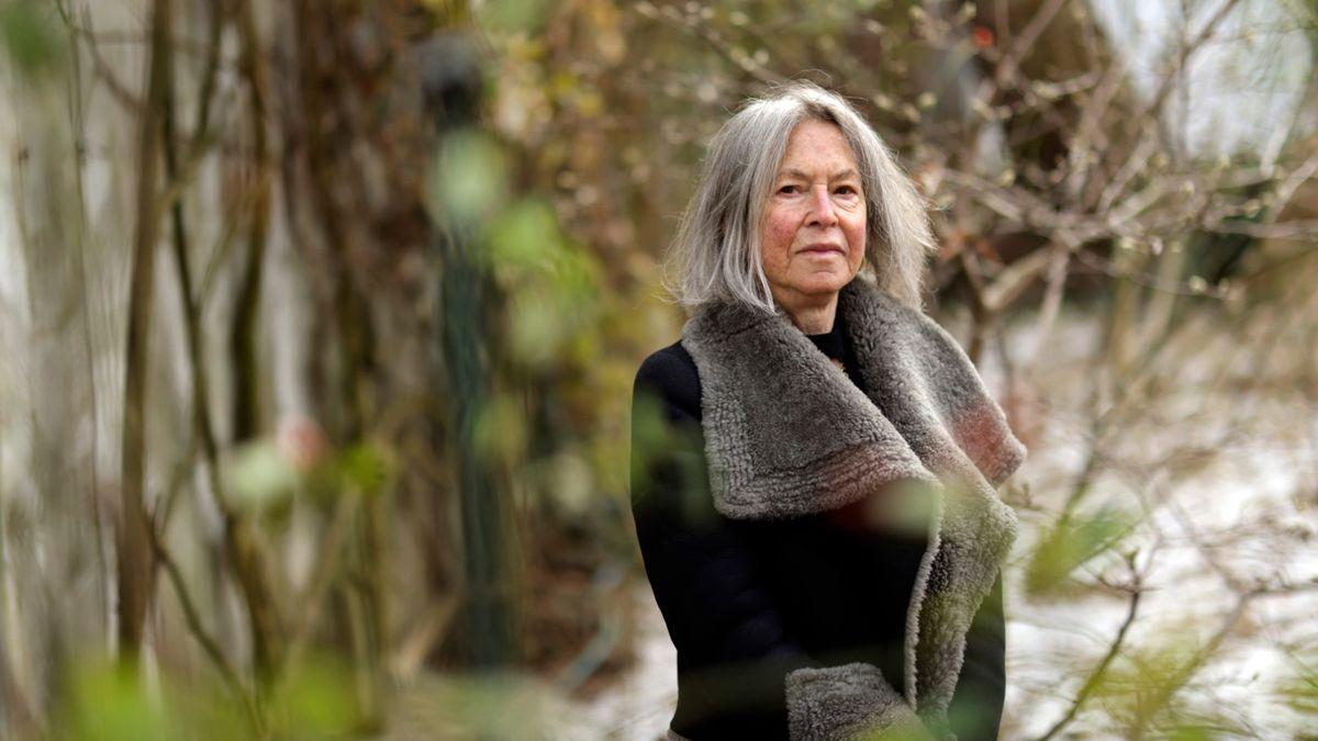 Da steht sie nun: Die Lyrikerin Louise Glück, ausgezeichnet mit dem Nobelpreis für Literatur 2020