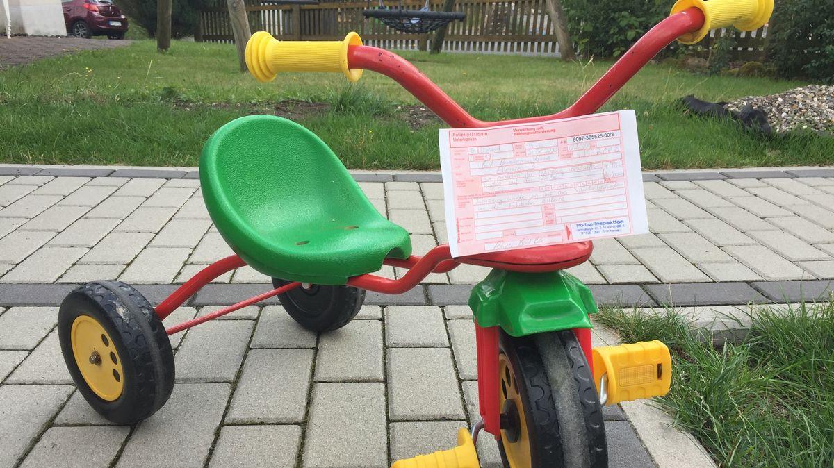 Dreirad mit Strafzettel