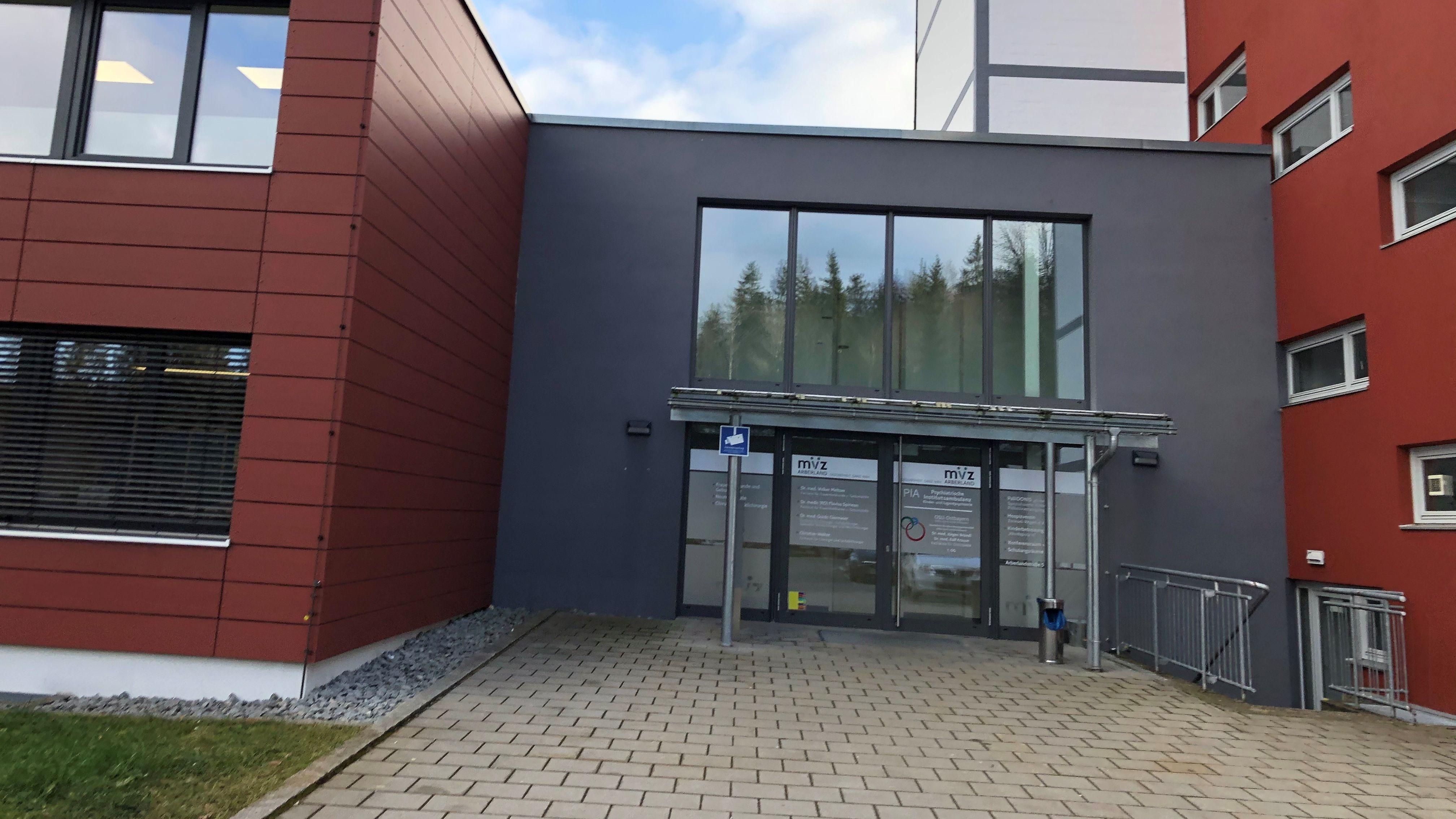 Der Eingang zur neuen Psychiatrischen Institutsambulanz für Kinder und Jugendliche