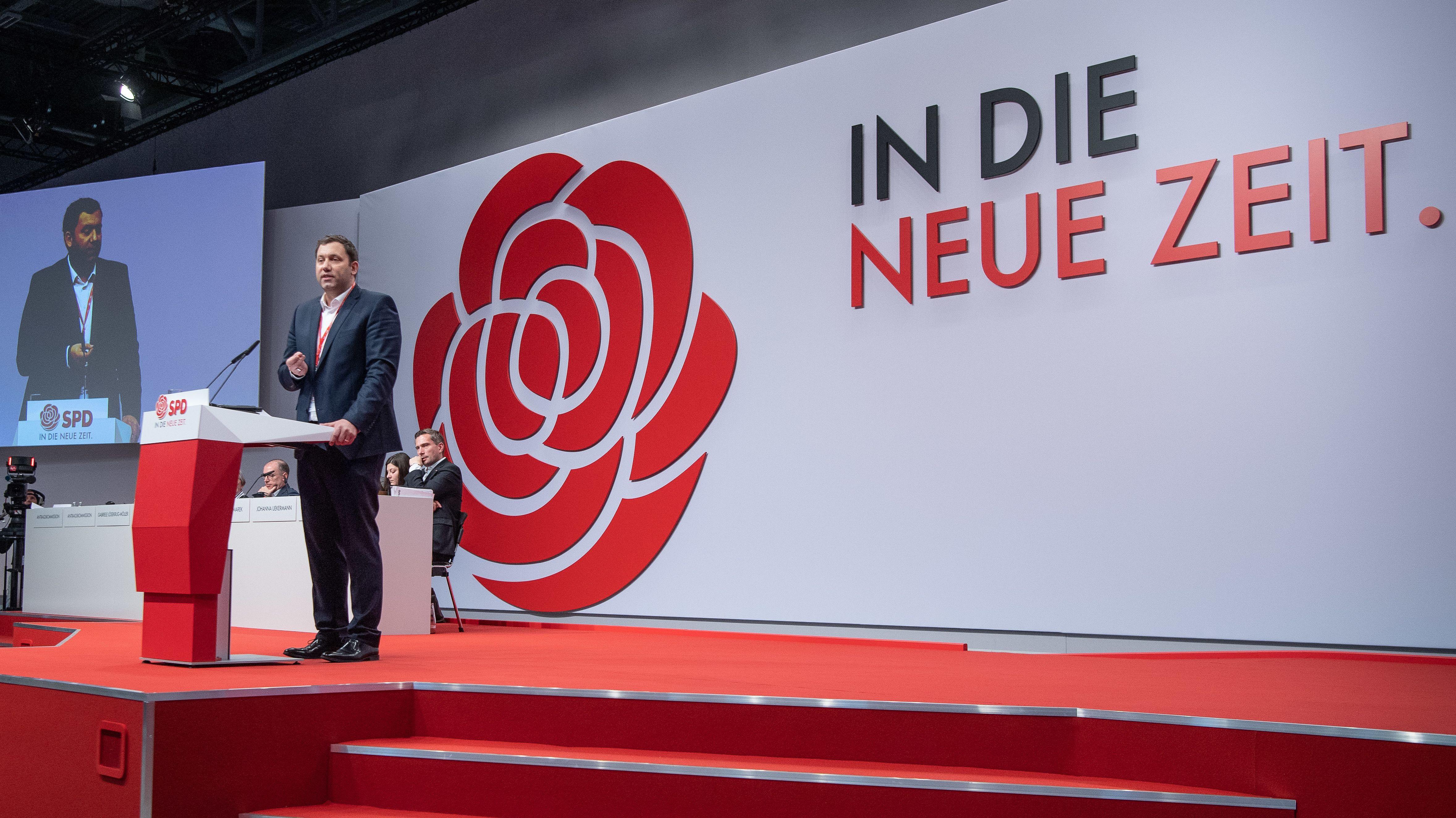 Lars Klingbeil, SPD Generalsekretär,spricht beim SPD-Bundesparteitag.