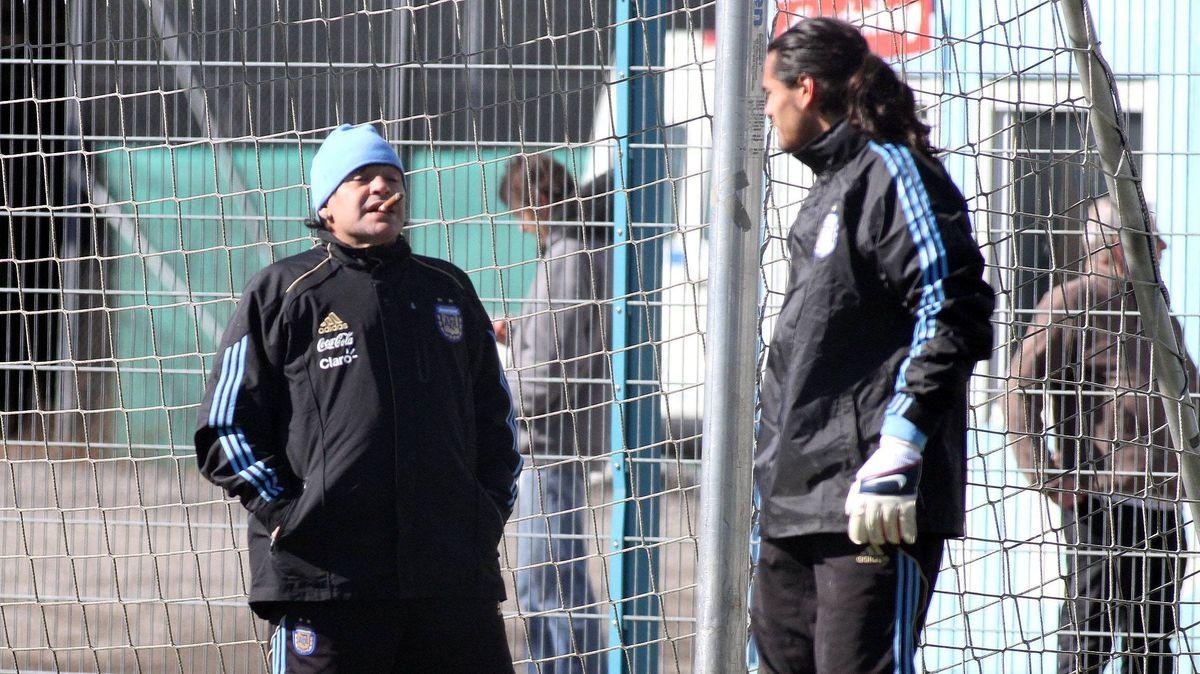 Diego Maradona (links) 2010 beim Training auf dem Gelände des TSV 1860 München