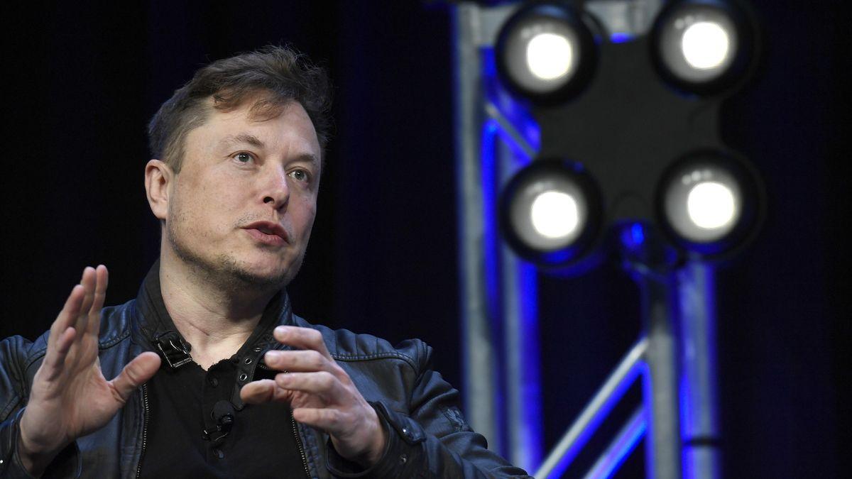 Elon Musk präsentierte am Freitag den Prototypen seiner Firma Neuralink, das Informationen zwischen Neuronen und dem Smartphone übermitteln kann.