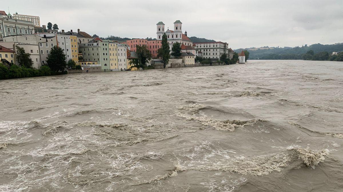 Reißende Fluten am Inn in Passau