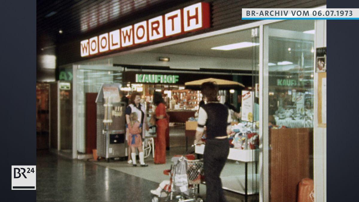 Geschäft Woolworth im Olympia-Einkaufszentrum.