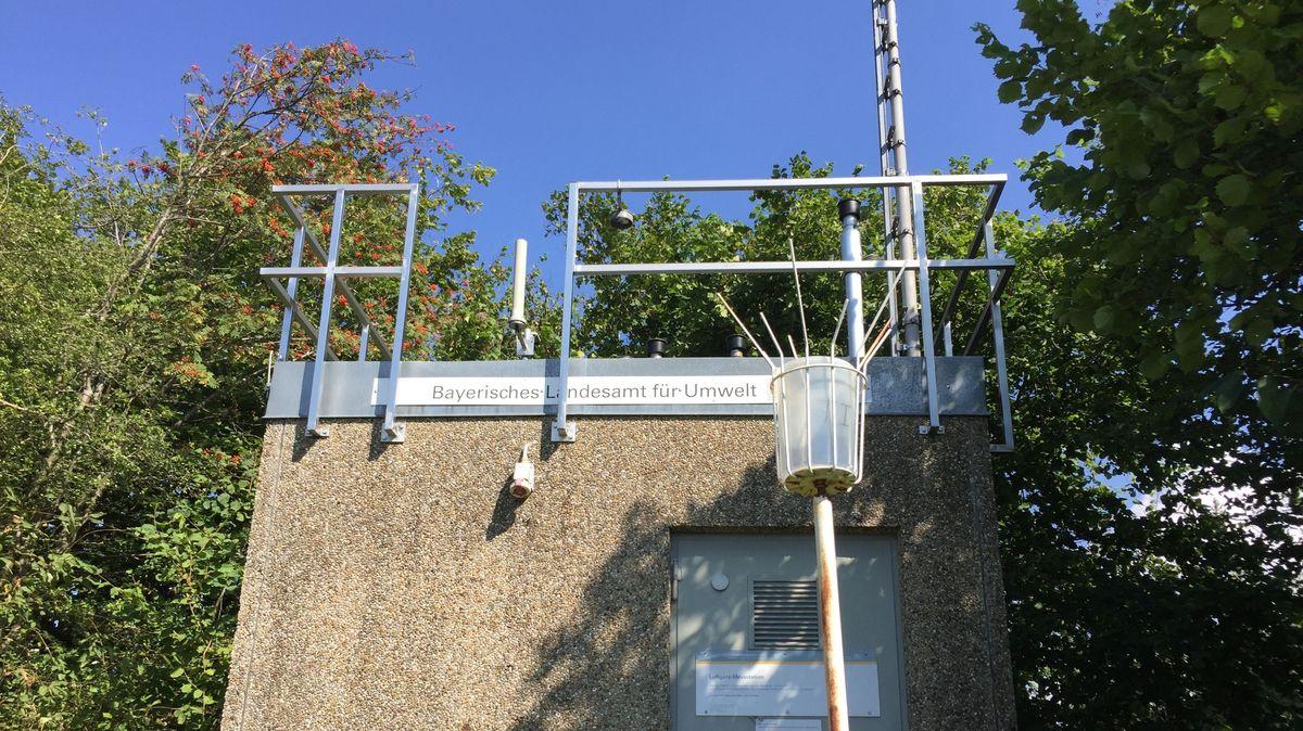 Messstation des Bayerischen Landesamtes für Umwelt im Ortsteil Altenschneeberg
