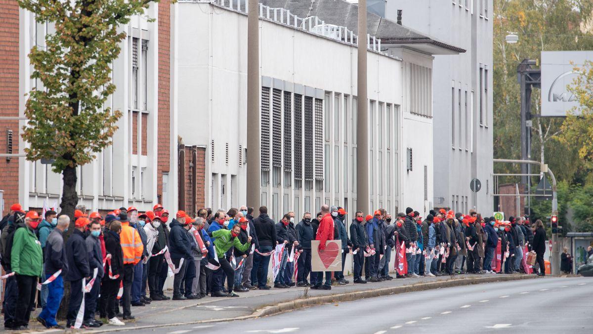Industriebeschäftige in Bayern demonstrieren gegen Stellenabbau