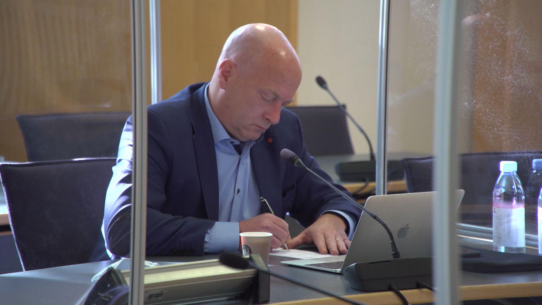 In Regensburg ist der Prozess gegen Ex-Oberbürgermeister Wolbergs fortgesetzt worden. Sein Anwalt plädierte auf Einstellung des Verfahrens oder Freispruch. In diesem zweiten Prozess gegen Wolbergs geht es um Parteispenden von Bauunternehmern im Kommunalwahlkampf 2014. Dem früheren SPD-Politiker wird dabei unter anderem Bestechlichkeit vorgeworfen.