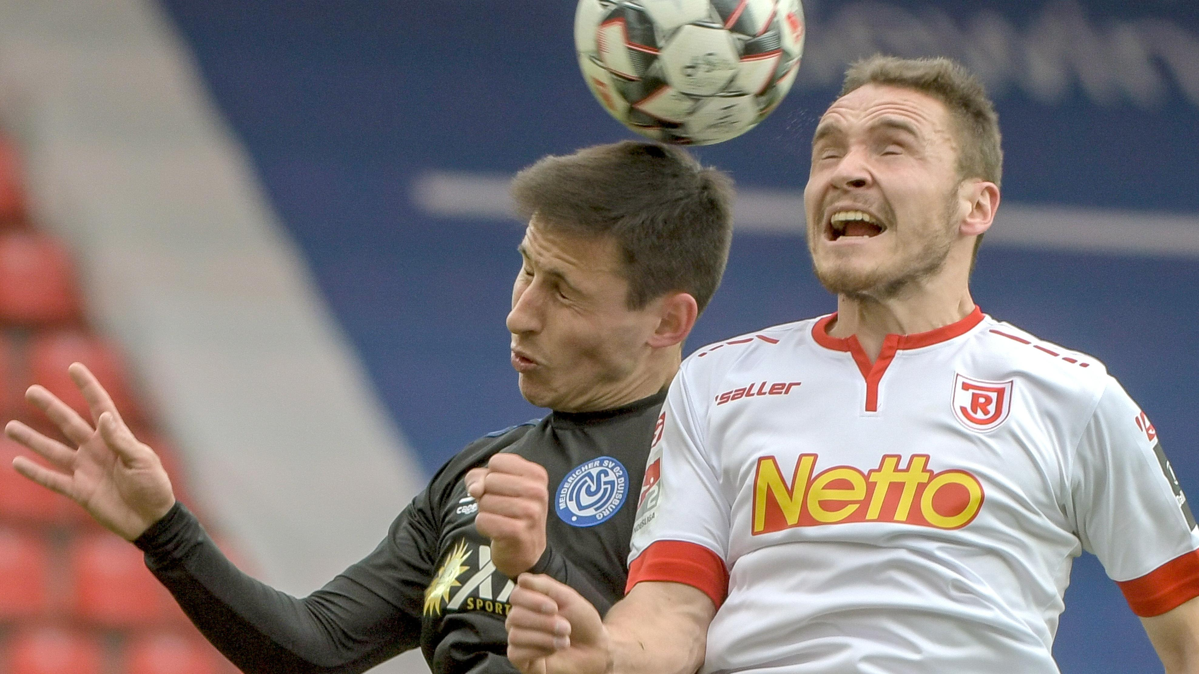 Andreas Geipl von Regensburg (r.) und Fabian Schnellhardt von Duisburg