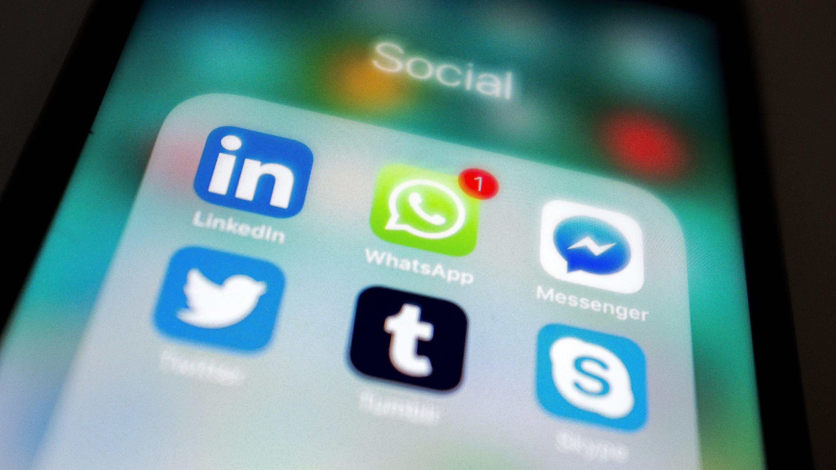 Symbolbild: Chat-Apps auf einem Mobiltelefon