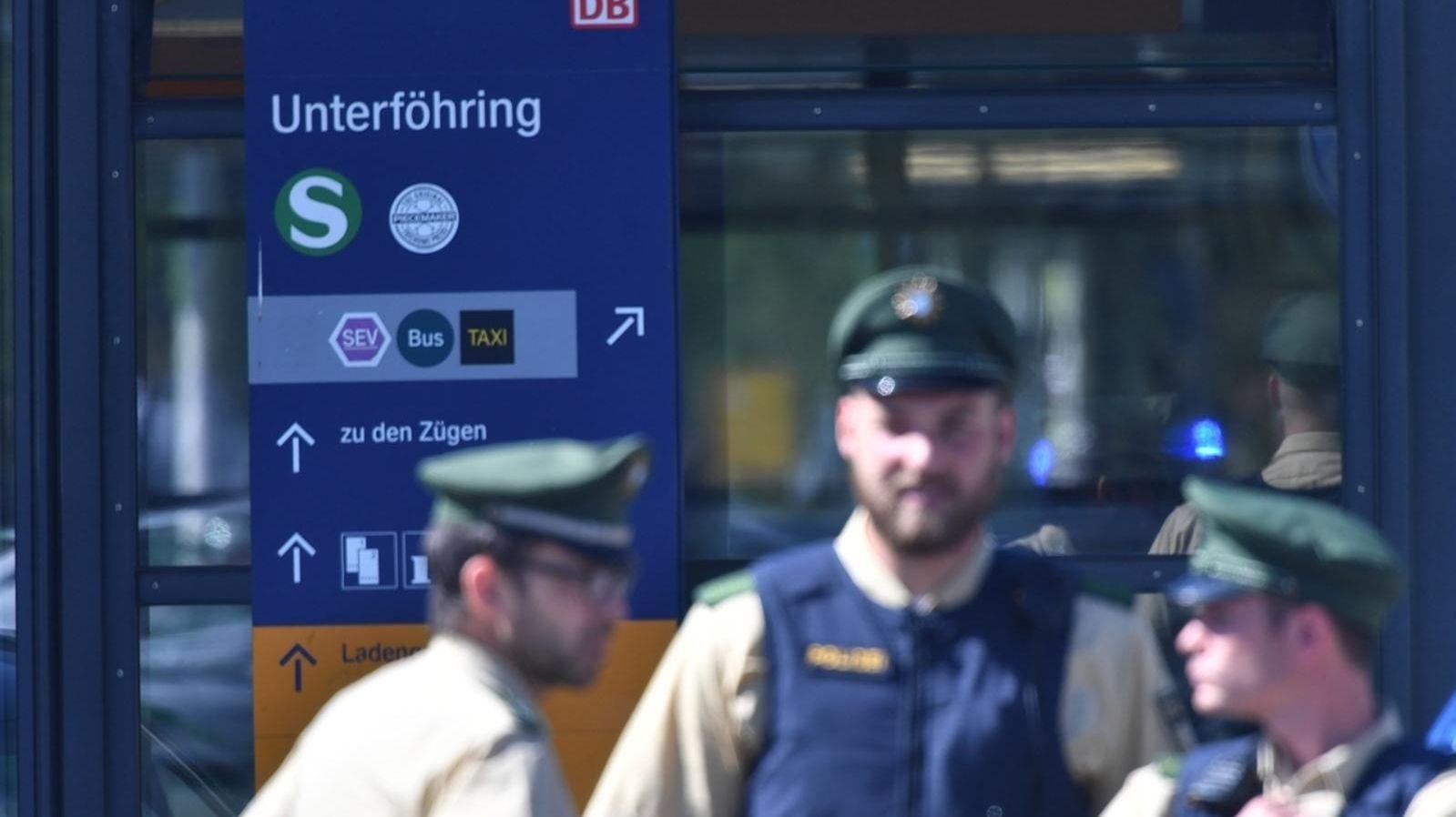 Polizisten am 13. 6. 2017 in Unterföhring bei München.