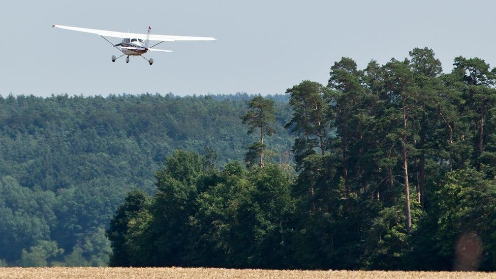 Eine Maschine der Flugbereitschaft startet zu einem Beobachtungsflug wegen Waldbrandgefahr