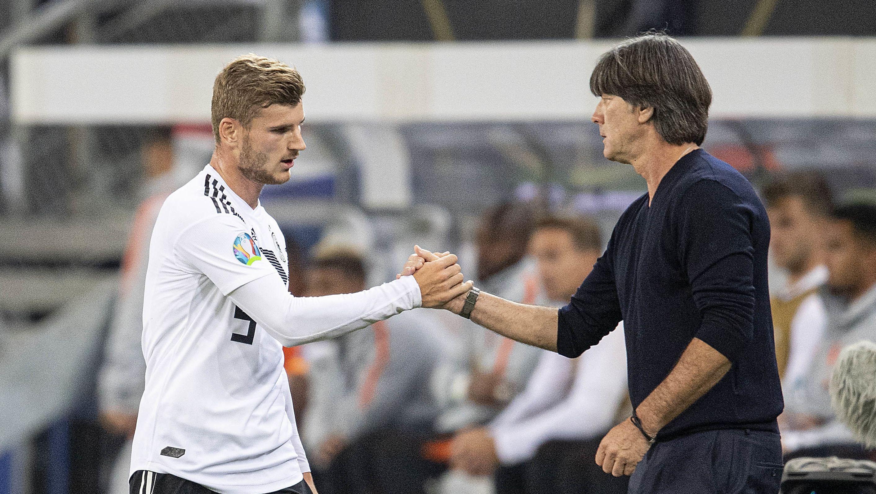 Bundestrainer Joachim Löw mit Timo Werner