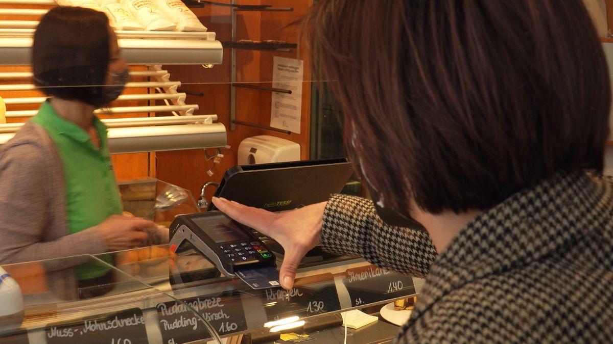 Kartenlesegerät in einer Bäckerei in Amberg