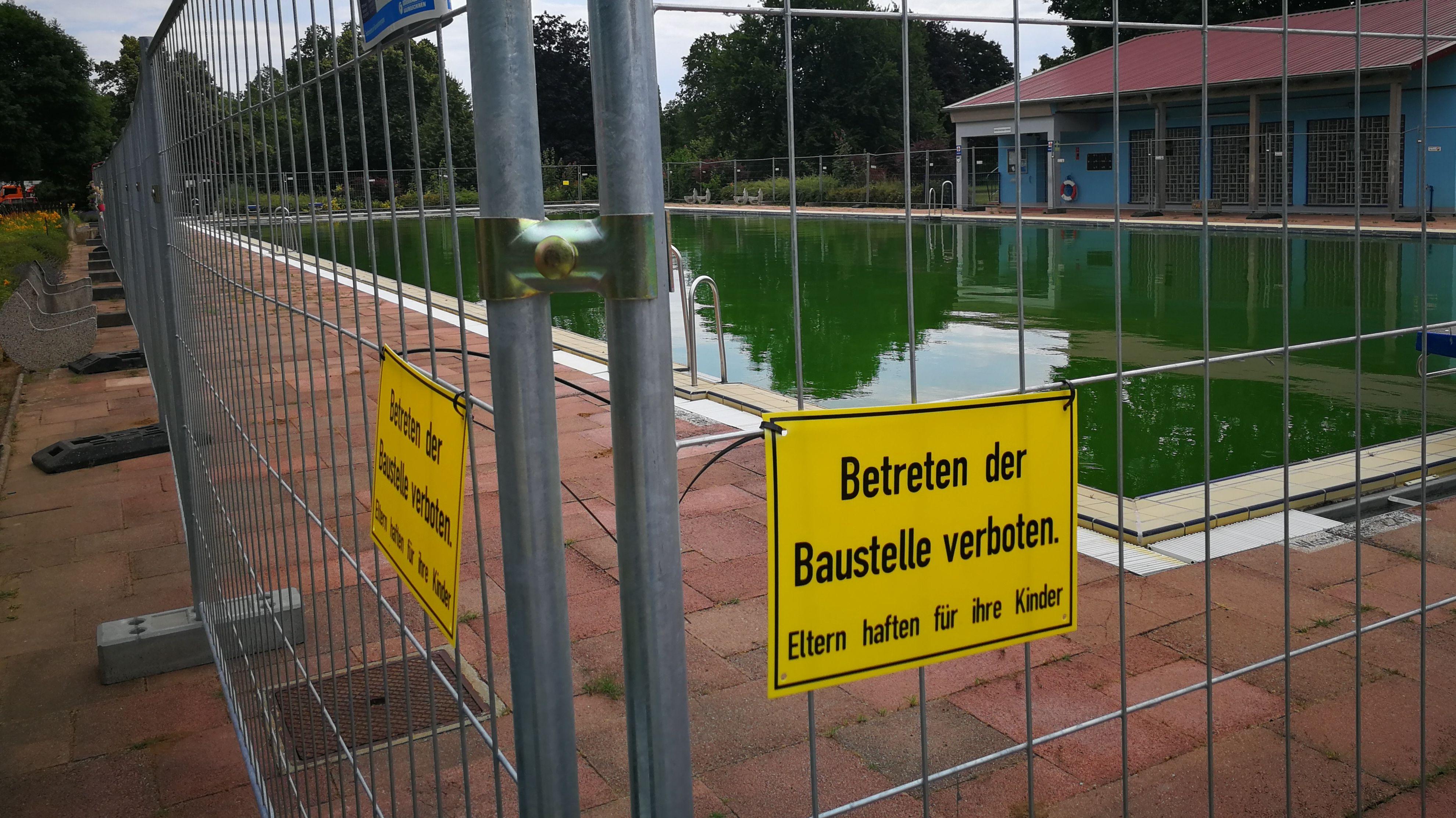 Volkacher Hallenbad im Notbetrieb - das gesperrte 50-Meter-Becken
