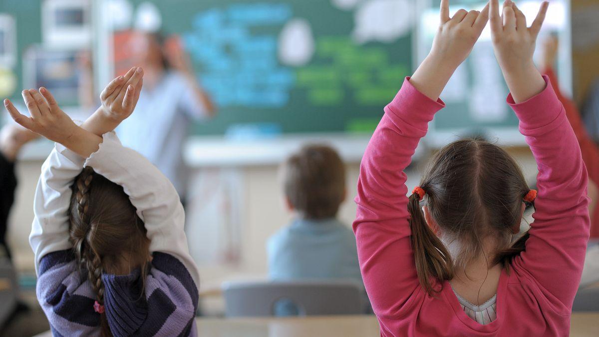 Schülerinnen an einer bayerischen Grundschule (Symbolbild)