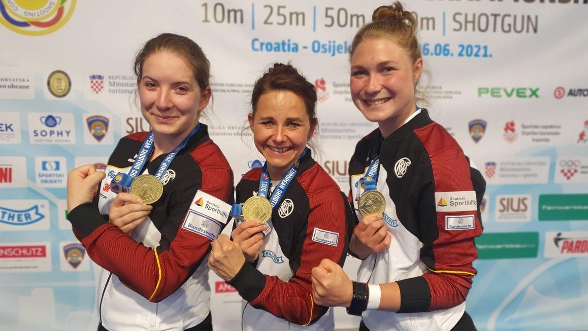 Doreen Vennekamp, Monika Karsch und Carina Wimmer