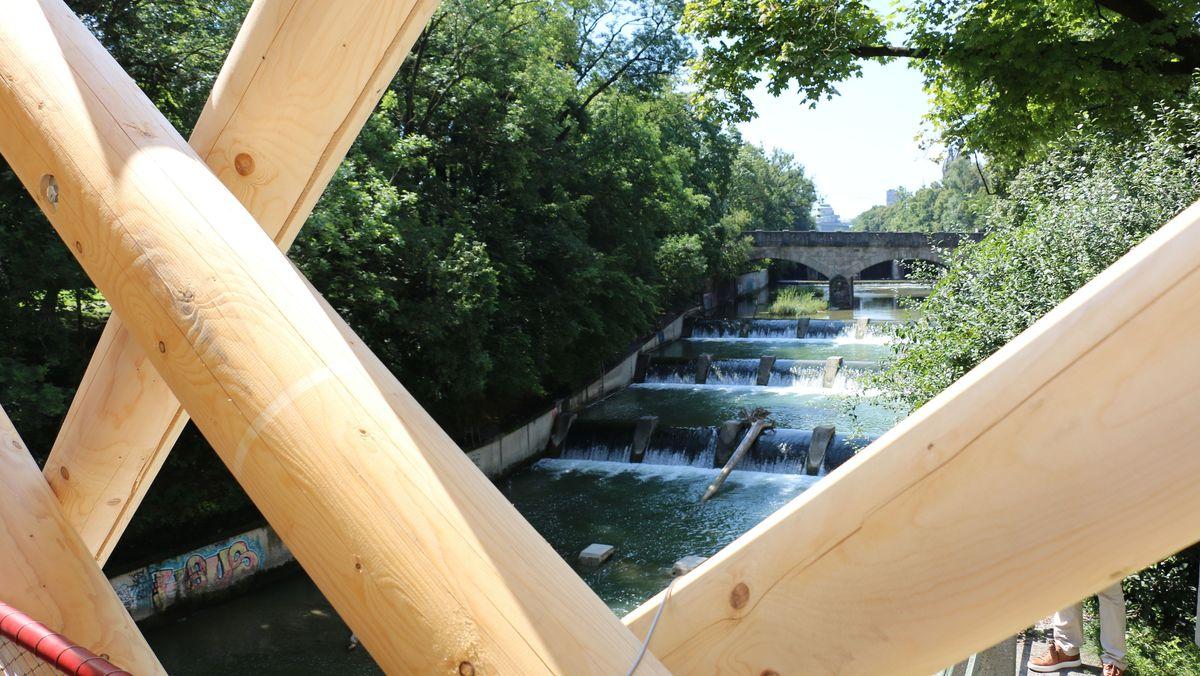 Wassertreppe in der Isar