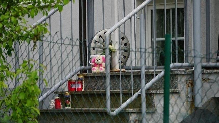 Trauerbekundungen am Tatort in Schwarzach