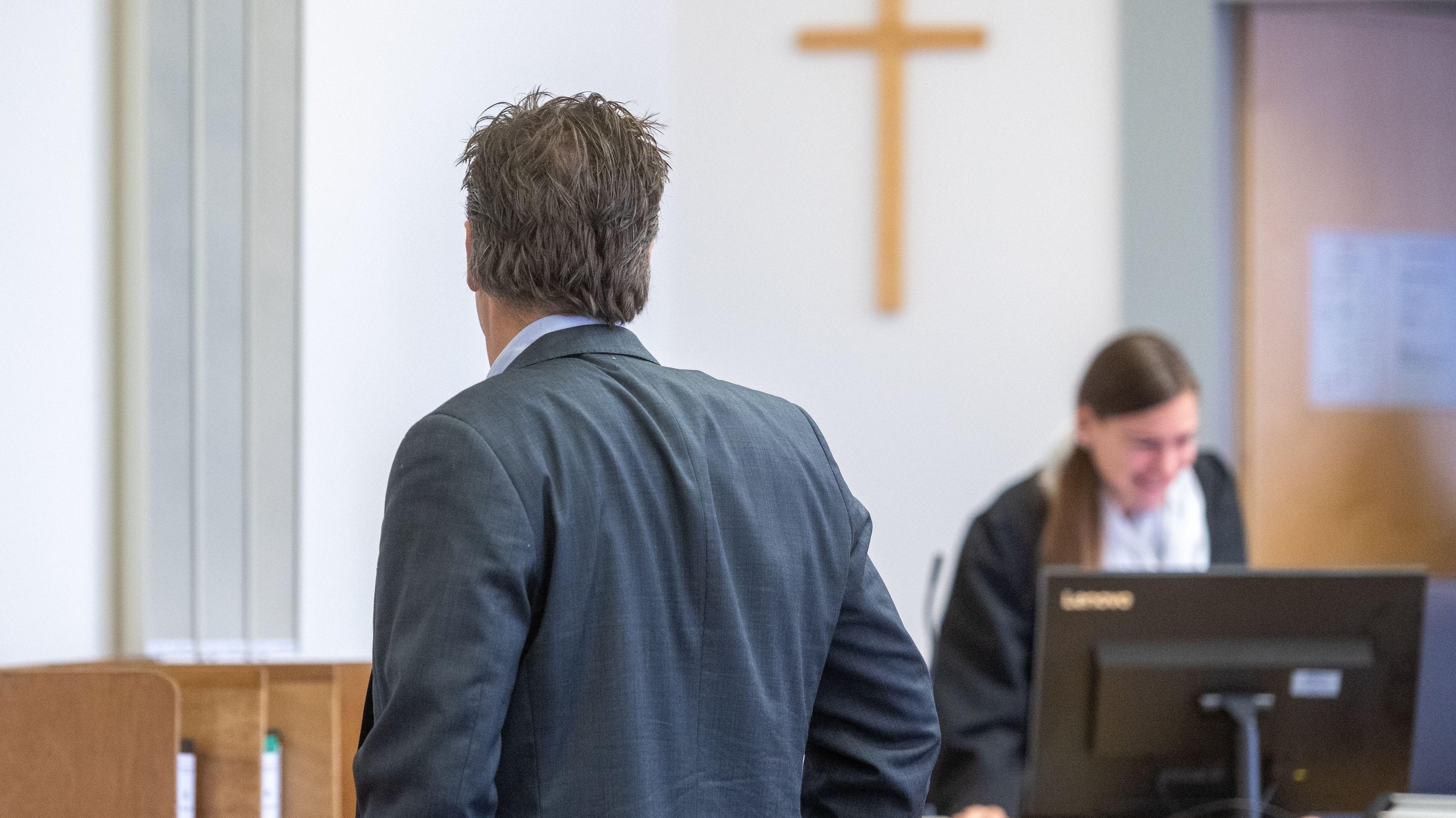 Der Angeklagte Pohlmann vor dem Regensburger Landgericht